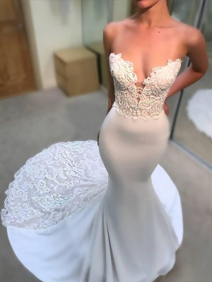 Trumpet/Mermaid V-neck Tulle Long Sleeves Court Train Wedding Dresses