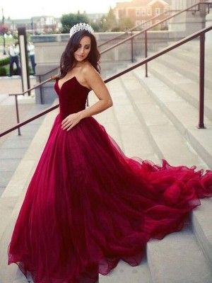 Ball Gown Sweetheart Tulle Sleeveless Court Train Dresses