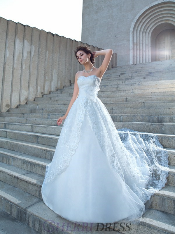 Ball Gown Sweetheart Lace Sleeveless Chapel Train Wedding Dresses